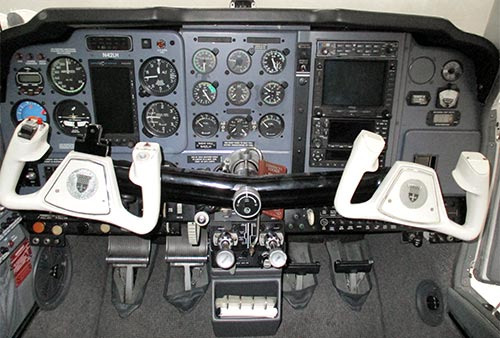 N42LH AIRCRAFT front panel